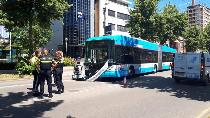 De Velperweg na het ongeluk tussen de bus en de scootmobiel.