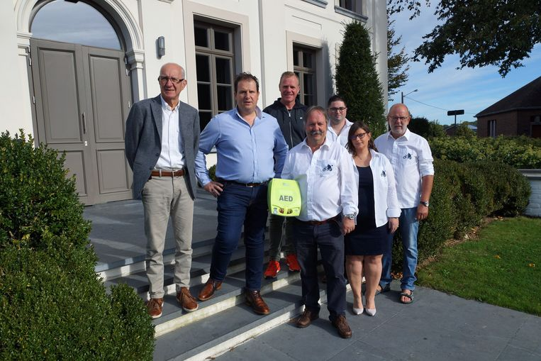 Organisatie Mollenrit vzw en bvba Michel Foets kopen samen aed-toestel aan