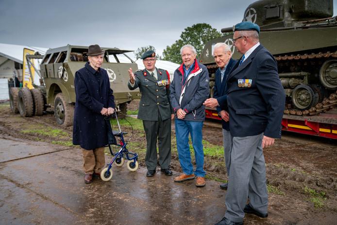 De eerste Betuwse Veteranendag. Tweede van links: Wim van Mierlo.