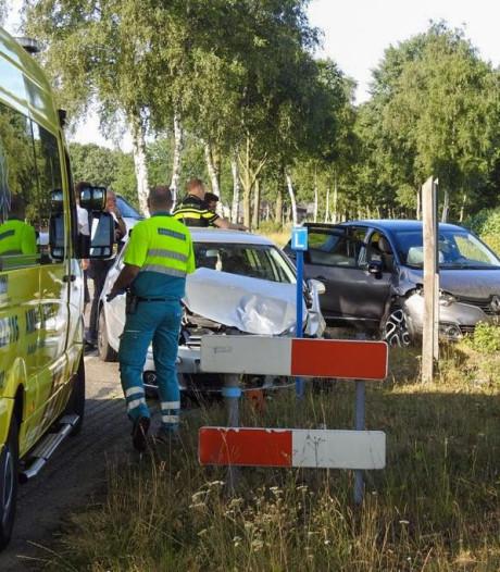 Auto's botsen op kruising Bergeijk: gewonde naar ziekenhuis