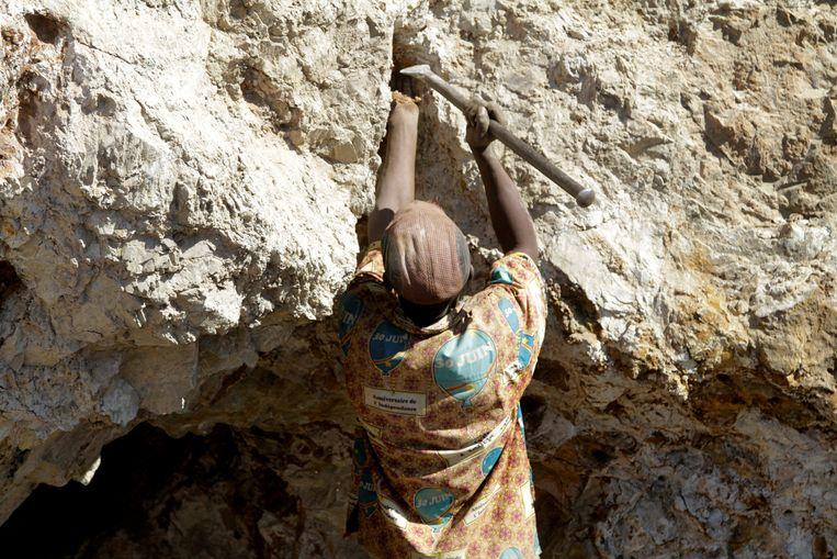 Archiefbeeld: een mijnwerker aan de slag in een koper-kobaltmijn in de provincie Lualaba.