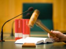 Man hoort celstraf eisen voor bedreiging door brievenbus op te blazen