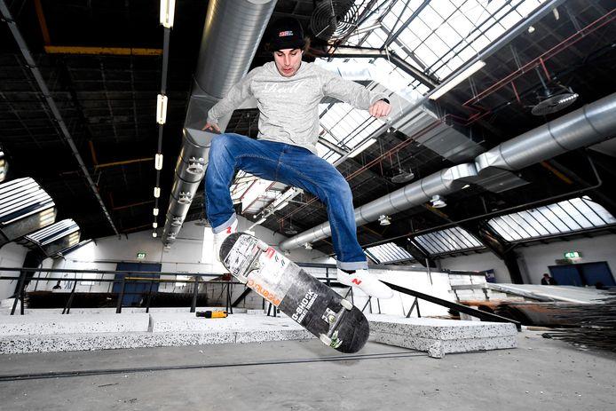 Douwe Macaré uit Zutphen heeft zich in Sao Paulo geplaatst voor de kwartfinale van het WK skateboarden.