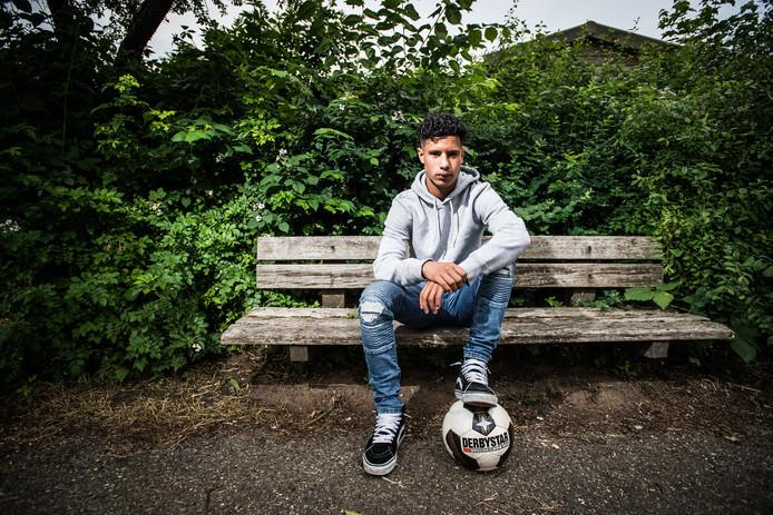 Voetballer Noah Abid (18) uit Huissen gaat naar Ajax.