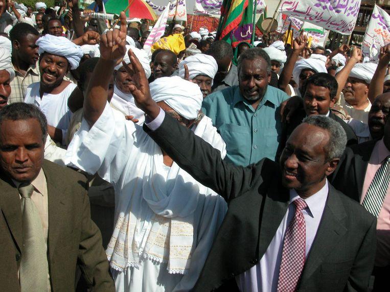 President Omar al-Bashir na aankomst uit Kenia gisteren, voor het leger de controle overnam.