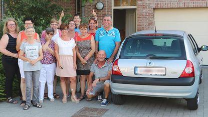 Garage Vanderhaeghen schenkt auto aan vzw De Bolster
