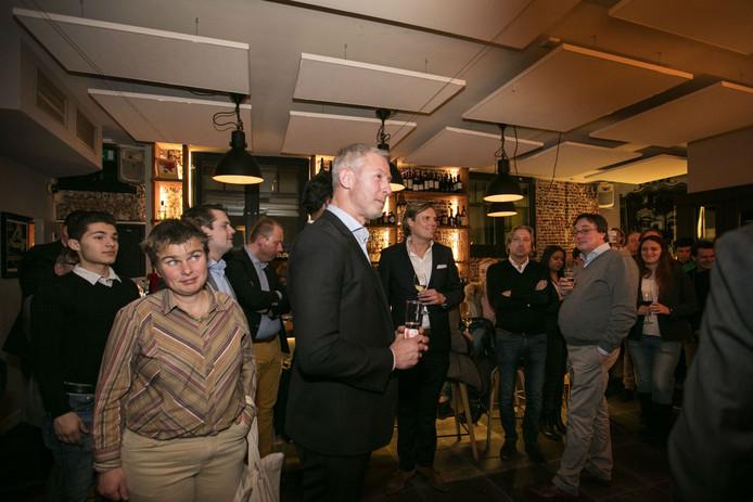 Onno Hoes te gast bij politiek café in de Bossche wijnbar Bij Dirk