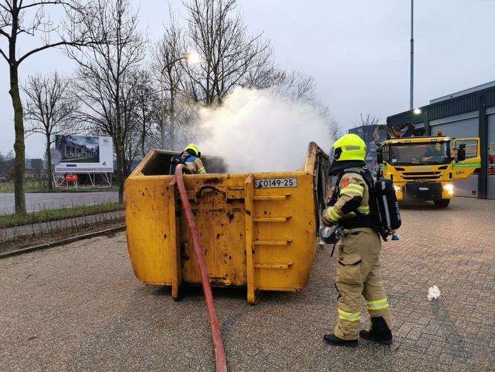 De vuurwerkresten vlogen tijdens het transport in brand in Wageningen.