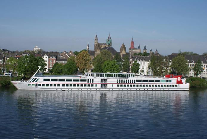 Vakantieschip de Henry Dunant tijdens een reis.