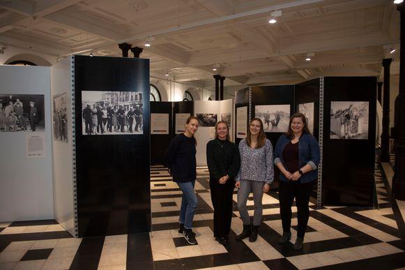 Merel, Loes, Lisa en Kim organiseren mee de expo Generation A. 50s Antwerp Relived.