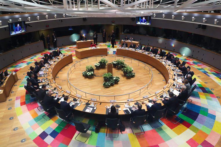 EU-leiders in overleg tijdens de top.  Beeld AFP
