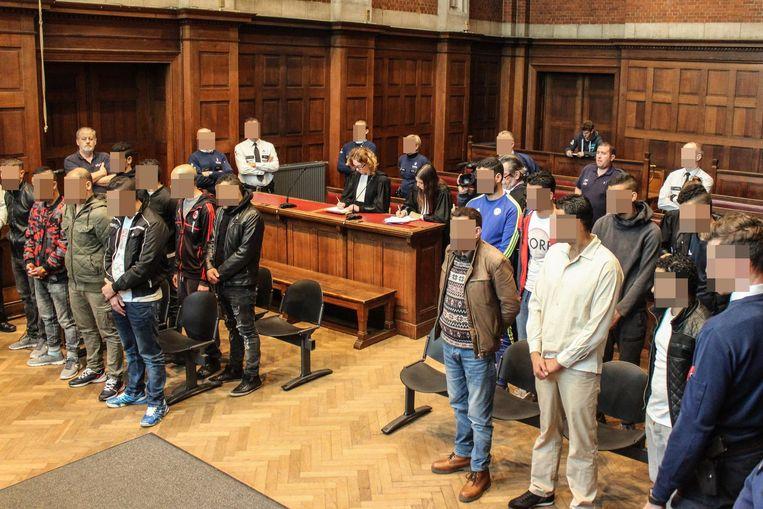 19 van de 25 leden waren in de rechtbank van Dendermonde aanwezig om hun vonnis aan te horen.