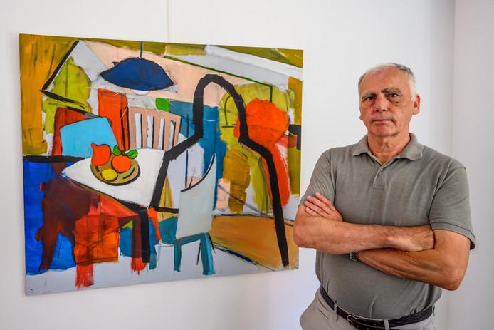 Marcel van Tienen met een van zijn werken. Hij volgt een masteropleiding schilderen.