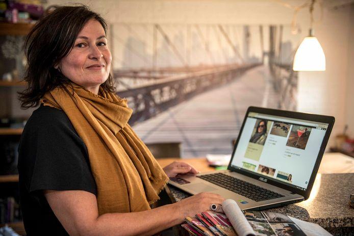 Karin Kox uit Schapenbout kon weinig interessante blogs over mode voor veertigplussers vinden en besloot daarom zelf te gaan bloggen.