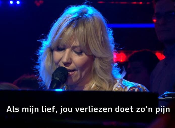 Claudia de Breij zong vanavond haar Brexit-liefdesliedje bij De Wereld Draait Door.
