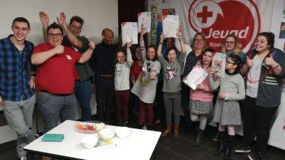 """Helpertjes Rode Kruis krijgen brevet. """"Knap om te zien!"""""""