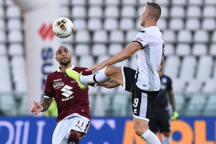 Torino - Parma: Simone Zaza en Jasmin Kurtic in duel.
