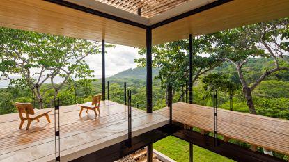 Waanzinnig wonen: deze open villa geniet van een spectaculair zicht op de zee en de jungle