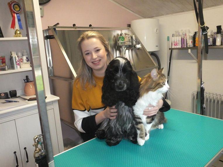 Lien Baudoncq met haar hond Lena en kat Milo.