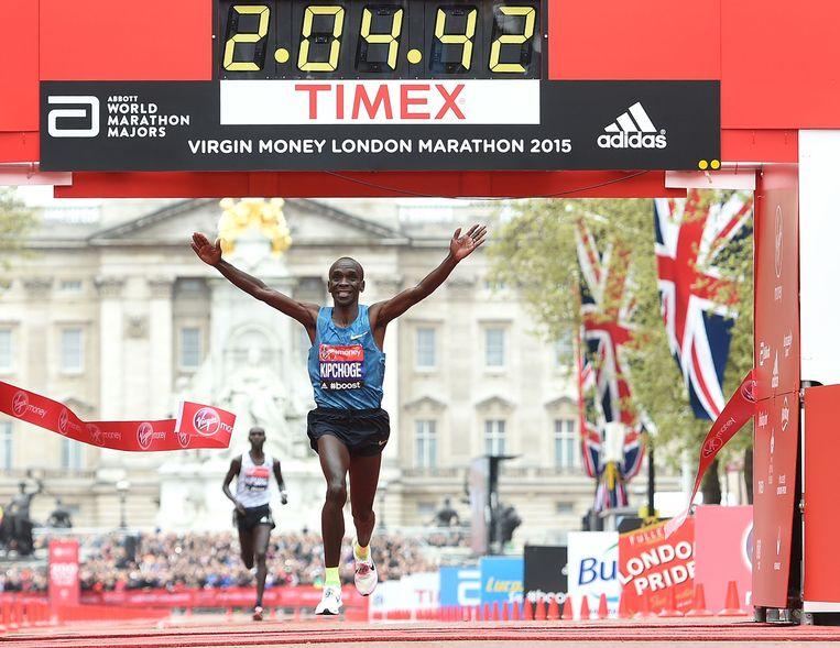 Eliud Kipchoge wint in Londen. Beeld getty