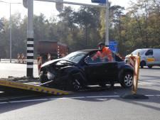 Automobilist botst op vrachtwagen bij werkzaamheden aan N271