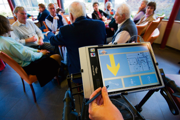 In diverse zorgcentra bestaat een rollator met navigatie, voor ouderen die kampen met geheugenverlies of oriëntatieproblemen.