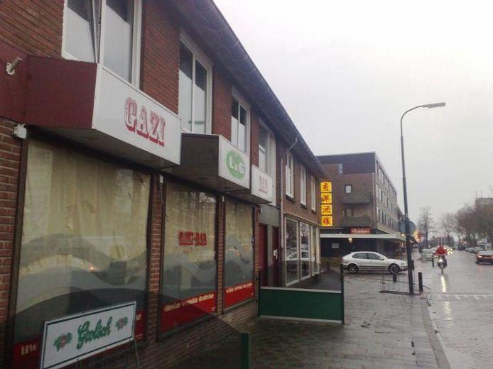 In de voormalige Gazi Bar op winkelcentrum Hart van Zuid (Hofveld 2) komt een gokhal. De gemeente Apeldoorn heeft een vergunning verleend voor het plaatsen van 35 gokkasten. foto Gep Leeflang
