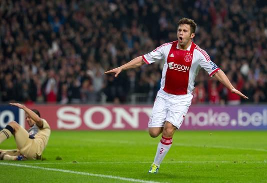Miralem Sulejmani juicht nadat hij de 2-0 voor Ajax heeft gescoord in de Champions League-wedstrijd tegen Dinamo Zagreb in 2011.