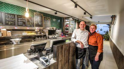 """Sacha en Leen ruilen broodjes voor frituur in Zuidzandstraat: """"We mikken op toeristen én Bruggelingen"""""""