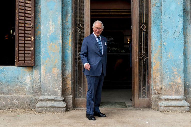 Prins Charles op de set van James Bond.