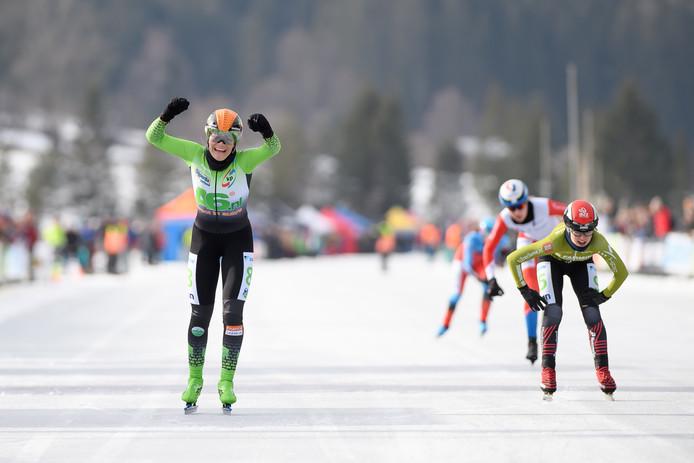 Manon Kamminga wint op de Weissensee.