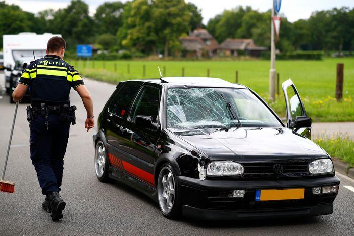 De fietser werd aangereden door een auto in Heerde.