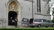 Familie en vrienden nemen afscheid van Anne Marie, die overleed na wespenaanval