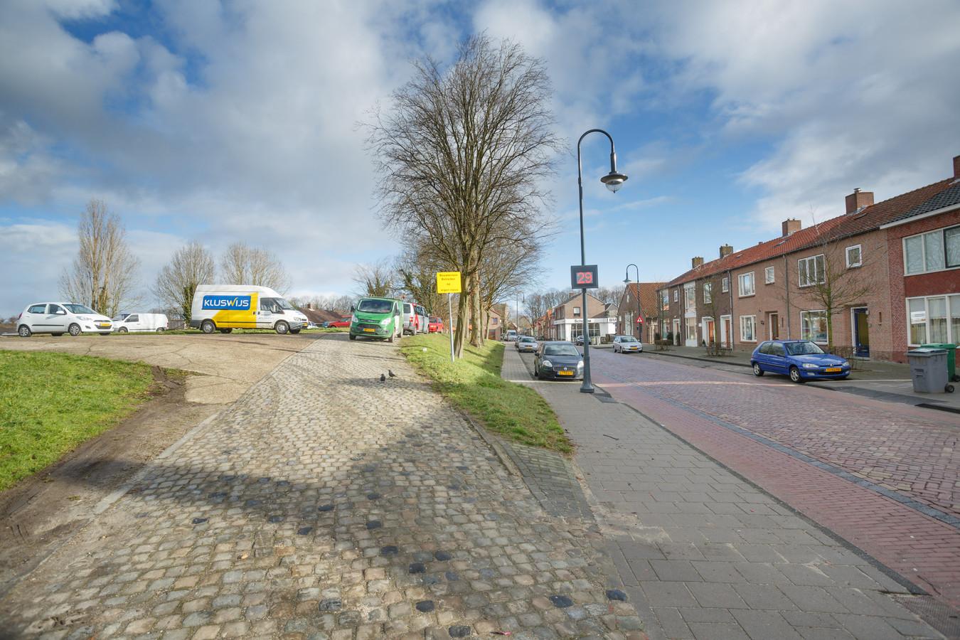 De Bult van Pars vormt volgens veel inwoners bepaald geen reclame voor Klundert.