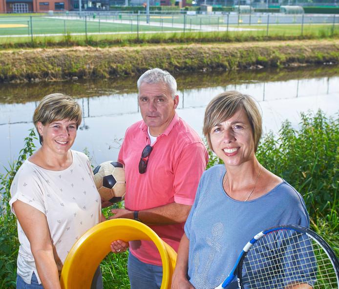 Korfballers, voetballers en tennissers sporten langs de Aa