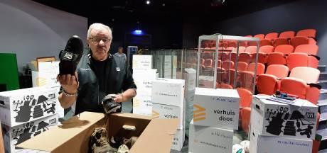 Voormalig museumeigenaar Paul Hermsen heeft verhuisdozen met geleende spullen klaar staan in Roosendaal