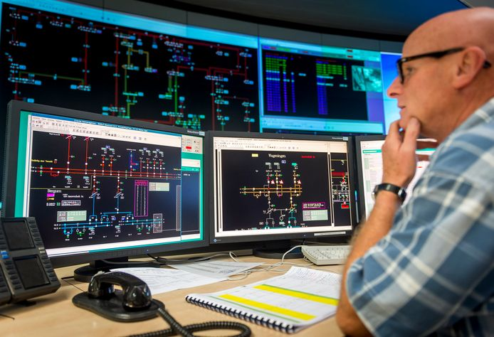 2014-09-04 13:51:28 ANRHEM - De controlekamer van Liander, de grootste netwerkbeheerder van gas en elektriciteit in Nederland. ANP XTRA LEX VAN LIESHOUT