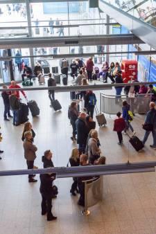 Flinke drukte op Eindhoven Airport door storing: passagiers moesten handmatig worden ingecheckt