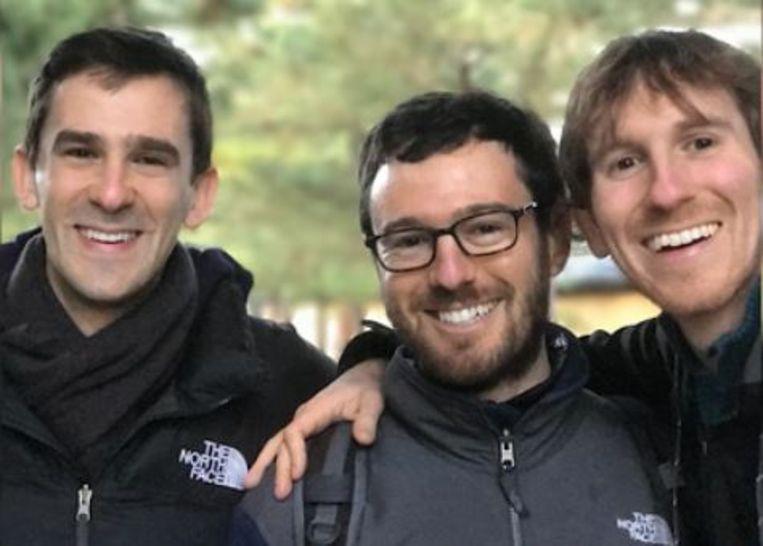 De drie broers Jeremy, Matthew en Benjamin, die door hun vader werden aangespoord om op vakantie met de 'locals' te gaan daten.