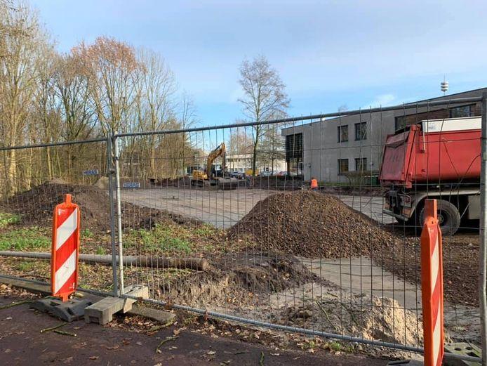 Aanleg van een nieuwe parkeerplaats voor bedrijven dwarsboomt volgens de Stichting Duurzaamheidsvallei de reconstructie van 'Kasteel Durendael' langs de Voorste Stroom.