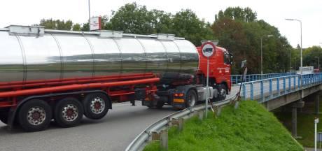 Truckers mogen komend jaar zo goed als zeker weer over de Zwijndrechtse Blauwe Brug