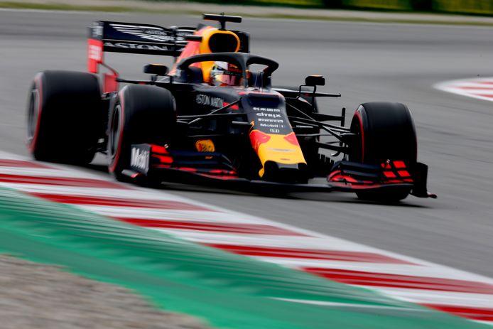 Max Verstappen snelt naar de vierde tijd in de kwalificatie.