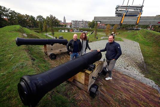 René Vermeulen, hier links op de foto, kreeg vrijdagavond de Initiatiefprijs tijdens het Ondernemersgala. Dat plaatsvond op het Ravelijn.