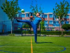 Aimane (17) kun je altijd wekken voor een potje voetbal of een andere sport