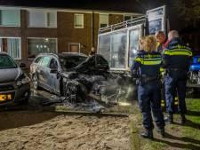 Geparkeerde taxi uitgebrand in Tilburg