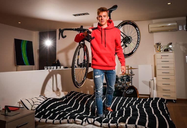 Thibau Nys op zijn slaapkamer.