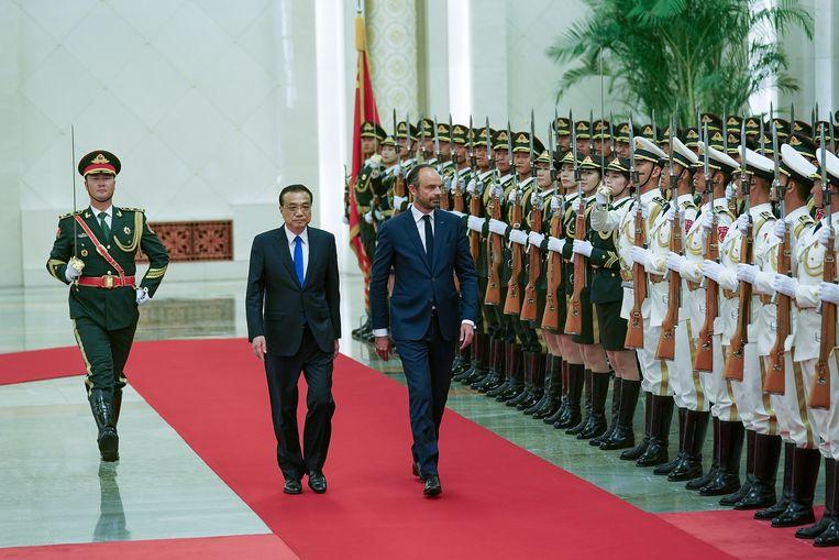 De Chinese Premier Li Keqiang (l.) ontving deze week zijn Franse collega Edouard Philippe.  Beeld Getty Images