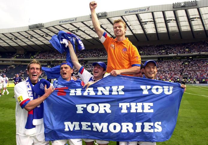 Fernando Ricksen, Ronald de Boer, Shota Arveladze, Arthur Numan en Michael Mols wonnen op 31 mei 2003 de Schotse beker met Rangers.