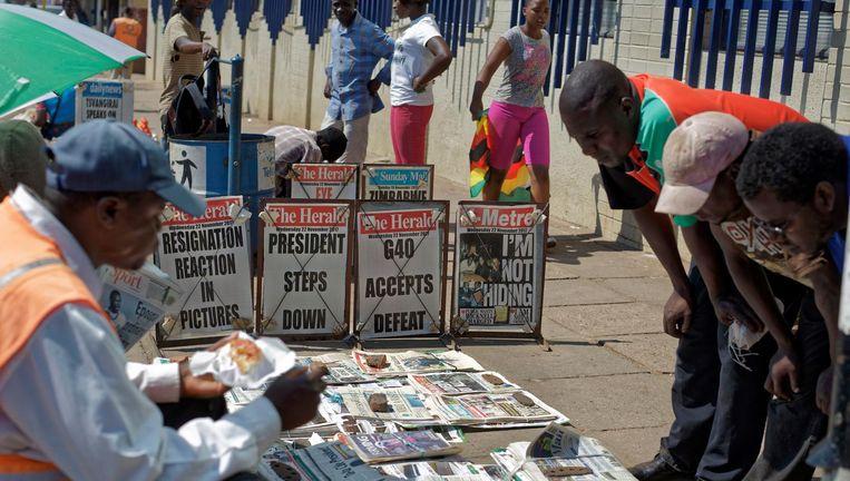 De dag na het aftreden in Harare. Beeld Ben Curtis / AP