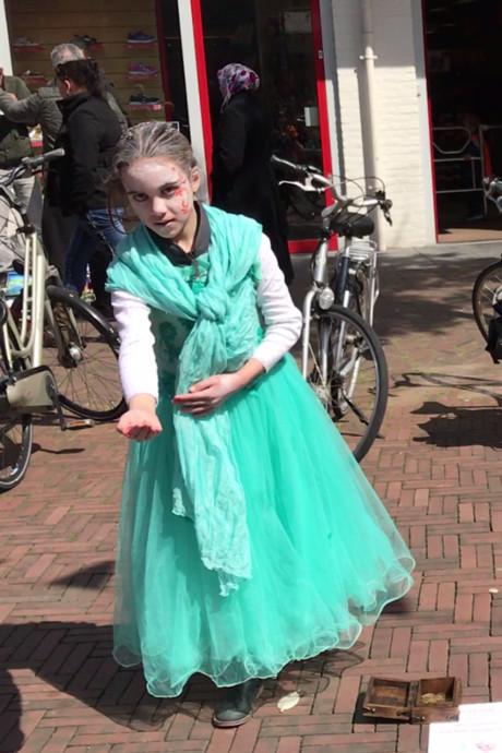 Dansende sprookjesfee betovert Koningsdag in Tiel